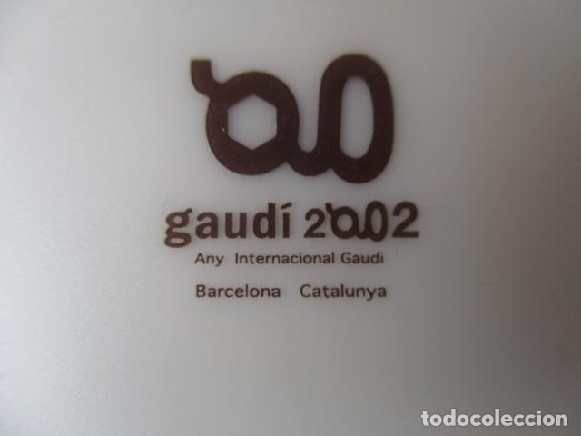 Vintage: Lote 2 Preciosos platos Año Gaudi 2002 diferentes diseños - Foto 8 - 220760501