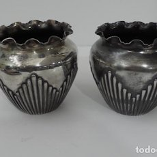 Vintage: PAREJA DE BUCAROS EN METAL. Lote 221684033