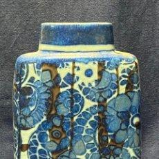 Vintage: JARRON PORCELANA ROYAL COPENHAGUEN DINAMARCA FLORES AZULES TRONCOS 19,5X15,5X8,5CMS. Lote 222021005