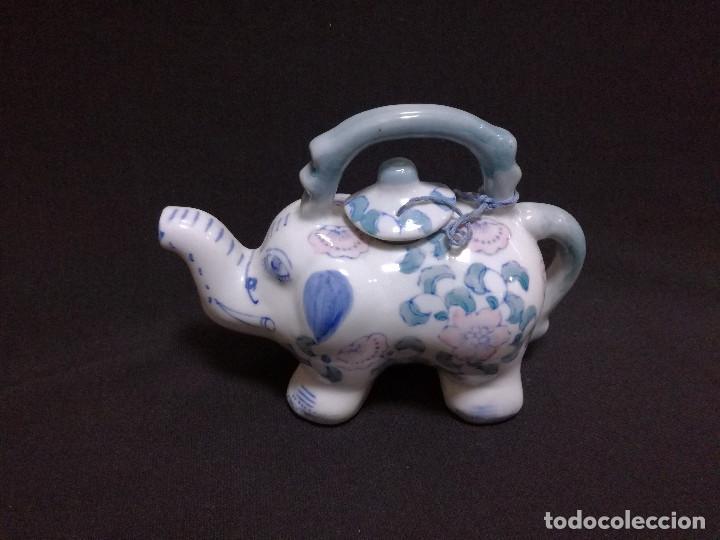 TETERA CHINA DE CERAMICA - MOTIVO ELEFANTE - PINTADA A MANO (Vintage - Decoración - Porcelanas y Cerámicas)