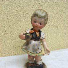 Vintage: FIGURA NIÑA CON GALLINA. NAPCO JAPÓN. Lote 222302721