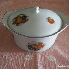 Vintage: PRECIOSA SOPERA DE PORCELANA DECORADA CON FRUTAS.. Lote 222940306