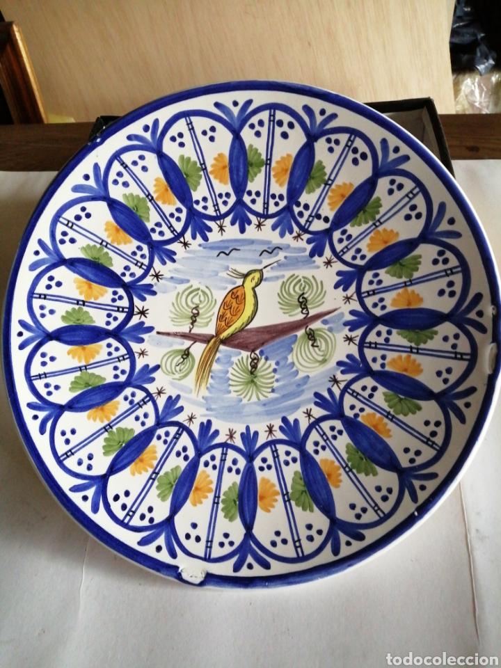 PLATO EN PORCELANA PARA COLGAR MANISES (Vintage - Decoración - Porcelanas y Cerámicas)