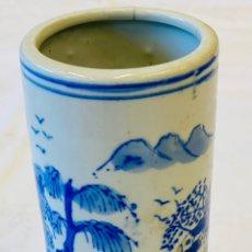 Vintage: FLORERO DE PORCELANA CHINA. Lote 236919410