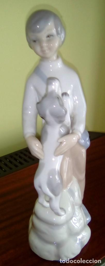 FIGURA DE PORCELANA-NIÑO CON PERRO-AÑOS 70 (Vintage - Decoración - Porcelanas y Cerámicas)