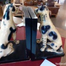Vintage: SUJETALIBROS DOGOS SENTADOS PORCELANA. Lote 245417450