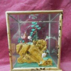 Vintage: VITRINA DE CRISTAL Y BAMBU CON PAISAJE DE CHINA.. Lote 245607920