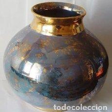Vintage: HERMOSO JARRÓN O CENTRO MESA EN CERAMICA BLANCA ESMALTADO EN ORO Y COLOR AZUL - NUEVO. Lote 248139515