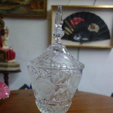 Vintage: PRECIOSA BOMBONERA DE CRISTAL TALLADA DE LOS AÑOS 70. Lote 250251595