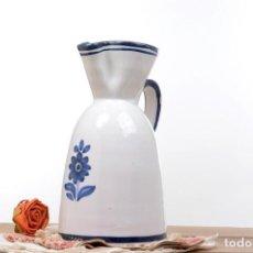 Vintage: JARRA VINTAGE BLANCA Y AZUL DE CERÁMICA, FIRMADO. Lote 255579540