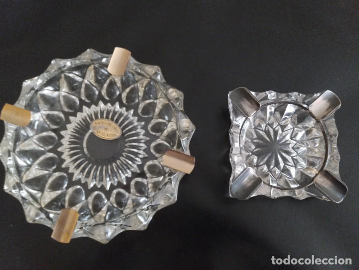 LOTE DE 2 CENICEROS CRISTAL TALLADO. UNO CON BAÑO DE ORO 24 KILATES. (Vintage - Decoración - Cristal y Vidrio)