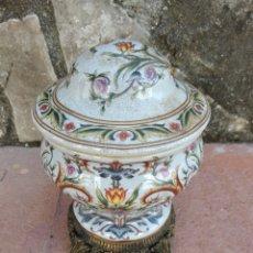 Vintage: ANTIGUO JARRÓN CHINO CON BASE DE MADERA. Lote 260791490