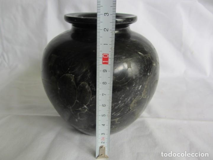 Vintage: Recipiente florero jarrón tallado en mármol negro, decoración floral grabada a mano - Foto 11 - 262593000