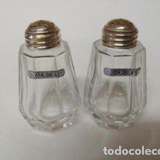Vintage: CONJUNTO DE SALERO Y PIMENTERO EN CRISTAL CON TAPON DE PLATA. Lote 264039305