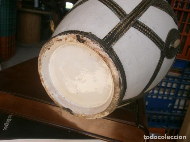 Vintage: Jarrón de porcelana color blanco decoración metálica Marruecos altura 32 cm. ancho 22 cm buen estado - Foto 4 - 265212529