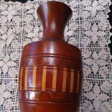 Vintage: JARRÓN FLORERO EN MADERA TALLADA.. Lote 267903934