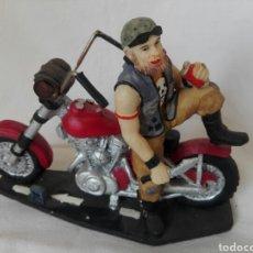 Vintage: FIGURA DE MOTO TIPO HARLEY MOTERO EN RESINA DECORATIVA. Lote 269082038