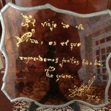 """Vintage: VIDRIERA CON LEYENDA """"EL VIAJE DE LA VIDA ES EL Q EMPRENDEMOS JUNTOS DIA A DÍA. TE QUIERO"""". Lote 272576758"""