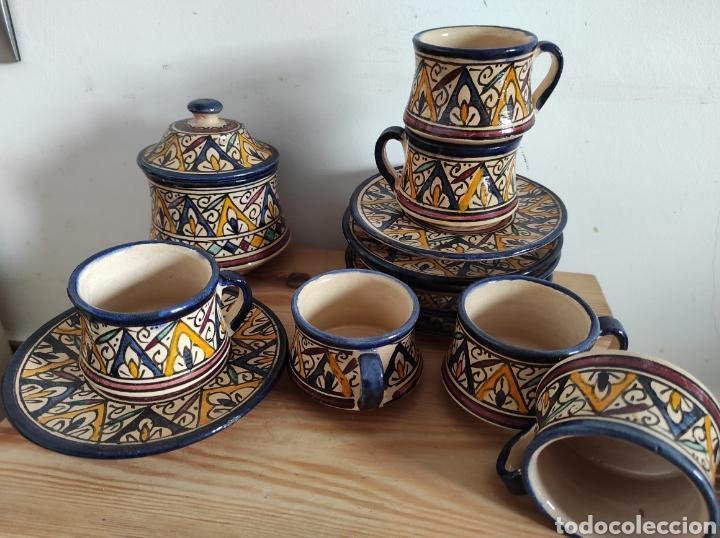 JUEGO DE TAZAS DE TE O CAFÉ. 6 TAZAS + 6 PLATOS + AZUCARERO. MARROQUÍ? (Vintage - Decoración - Porcelanas y Cerámicas)