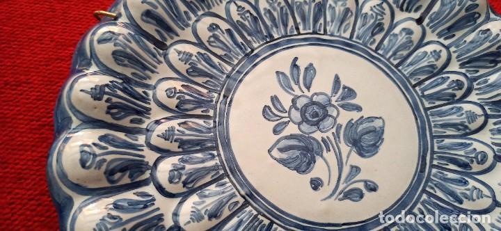 Vintage: Plato de cerámica pintado a mano con relieve - Foto 2 - 287694353