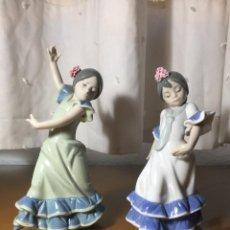 Vintage: 2 FIGURAS BAILAORITAS DE PORCELANA BRAZOS ARRIBA Y ABAJO . AZUL . LLADRÓ. Lote 289219758