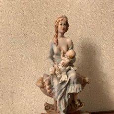 Vintage: FIGURA DE PORCELANA - MUJER CON BEBÉ. Lote 290938238