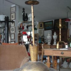 Vintage: LÁMPARA DE TECHO VINTAGE, AÑOS 50, DE METAL DORADO CON TULIPA DE CRISTAL. ALTURA TOTAL: 58 CMS.. Lote 27040190