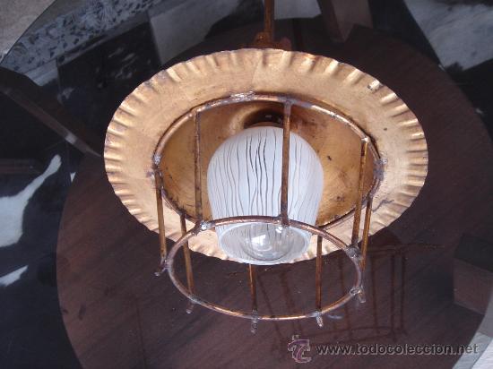 Vintage: LÁMPARA DE TECHO VINTAGE, AÑOS 50, DE METAL DORADO CON TULIPA DE CRISTAL. ALTURA TOTAL: 58 CMS. - Foto 4 - 27040190