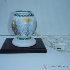 Vintage: LAMPARA DE MESILLA PORCELANA. Lote 26065061