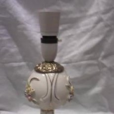 Vintage: LAMPARA EN PORCELANA Y BRONCE ,PARA PONERLE ENCHUFE Y PANTALLA,DE LOS 50/60. Lote 29742526
