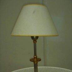 Vintage: LAMPARA DE SOBREMESA, PANTALLA BLANCA Y PIÉ CROMADO.. Lote 36139714