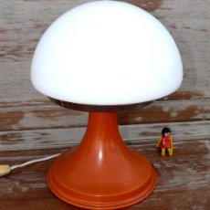 Vintage: LAMPARA VINTAGE SPACE AGE O POP AÑOS 60 METAL CRISTAL NARANJA. Lote 37888843