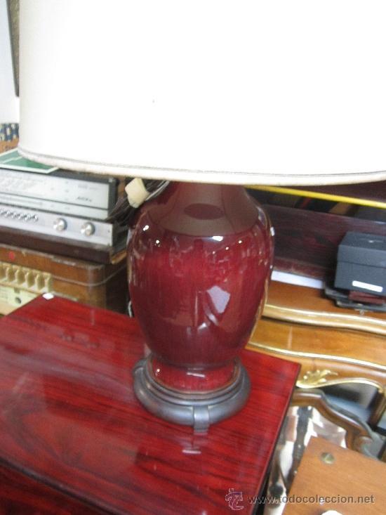 Vintage: Gran lámpara de sobremesa, con pie de porcelana. Posiblemente cantonesa. Tulipa con alguna manchita. - Foto 2 - 38426148