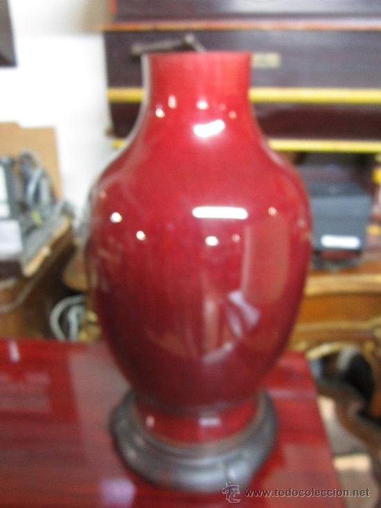Vintage: Gran lámpara de sobremesa, con pie de porcelana. Posiblemente cantonesa. Tulipa con alguna manchita. - Foto 3 - 38426148