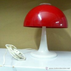 Vintage: VINTAGE LAMPARA DE MESA SETA AÑOS 60-70. GRAN TULIPA PLASTICO ROJO. Lote 39768123
