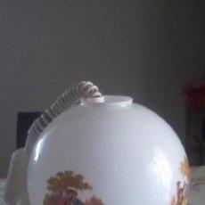 Vintage: PRECIOSA LAMPARA DE OPALINA BLANCA CON DIBUJOS ROMÁNTICOS DE FRAGONARDS. LAMPARA EXTENSIBLE.. Lote 39792706