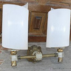 Vintage: LAMPARA ANTIGUA MID CENTURY APLIQUE PARED LATON MODERNISTA ANTIGUO CON POLICARBONATO, SUPER RETRO!. Lote 42235389