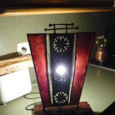 Vintage: LAMPARA ARTISTICA DISEÑO AÑOS 60 TRABAJO DE HIERRO Y PERGAMINO. Lote 42490002
