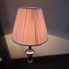 Vintage: LAMPARA VINTAGE SOBREMESA DISEÑO TRIPODE - CON PANTALLA EN CRUDO - AÑOS 70. Lote 42938619