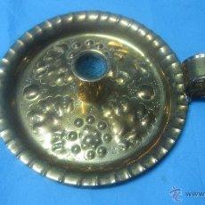 Vintage: PRECIOSA ANTIGUA PALMATORIA DE METAL REPUJADA. Lote 43154934