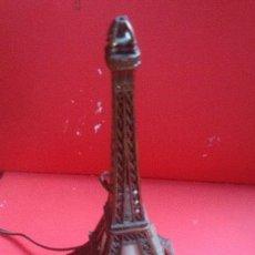Vintage: LAMPARA TORRE EIFFEL VER FOTOGRAFIAS ENCENDIDA. Lote 43570654