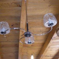 Vintage: LAMPARA VINTAGE, TRES BRAZOS METÁLICOS, TRES TULIPAS DE CRISTAL GRANULADO. Lote 58391952