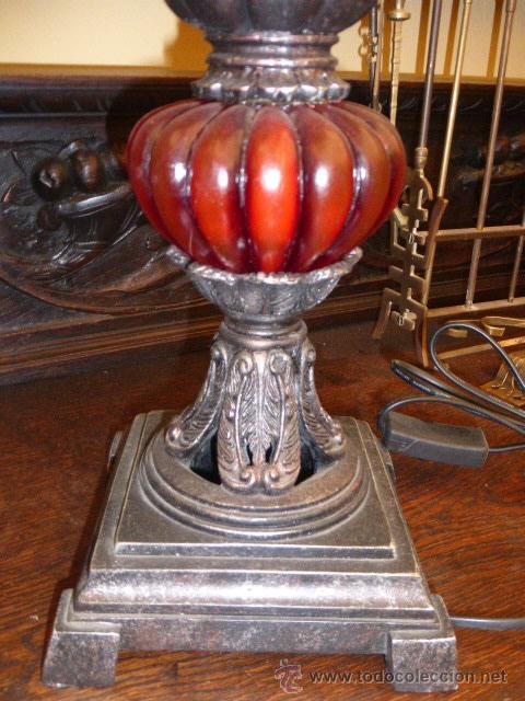 Vintage: LAMPARA DE SOBREMESA CON EL PIE EN COLOR NEGRO, PLATA Y ROJO Y LA TULIPA DE TELA CON LENTEJUELAS Y F - Foto 3 - 44795713