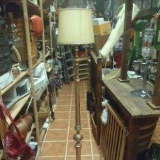 Vintage: LAMPARA DE PIE DE METAL DORADO.. Lote 45846829