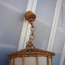 Vintage: LAMPARA DE TECHO DE MADERA, RATAN O RAFIA. VINTAGE ORIGINAL AÑOS 50-60. Lote 48217329