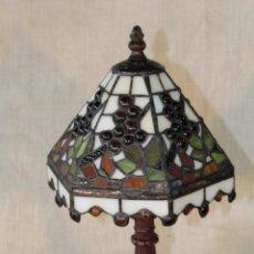 Vintage: LAMPARA DE SOBREMESA DE ESTILO TIFFANY. Lote 50218294
