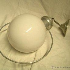 Vintage: LAMPARA TECHO SUBE Y BAJA, GLOBO OPALINA BLANCA, AÑOS 60. MED. 50 X 28 CM. Lote 50284562