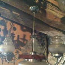 Vintage: ANTIGUA LAMPARA DE COMEDOR DE CRISTAL TALLADO Y LATÓN NIQUELADO CON SOPORTE DE MADERA DE LOS AÑOS 50. Lote 51187711