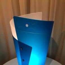 Vintage: LAMPARA DE MESA ITALIANA SLAMP BLU DE SAMUEL PARKER REALIZADA EN OPALFLEX NUEVA. Lote 80124531