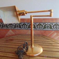 Vintage: LAMPARA DE SOBREMESA EN METAL DORADO ORIENTABLE DE LA MARCA MILAN ILUMINACIONES . Lote 52631633